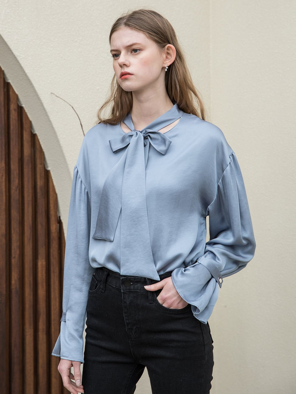 Tie Shirring Sleeve Blouse